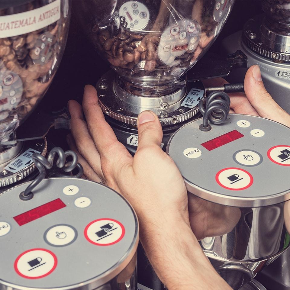 Anbassa-artisan-torrefacteur-preparer-son-cafe-machine-espresso-slider-1-1-min