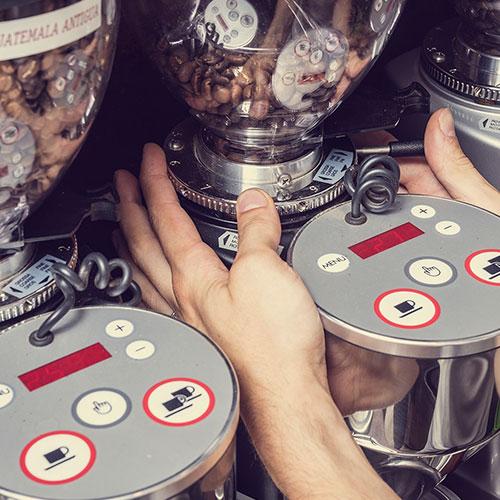 Anbassa Artisan Torrefacteur Preparer Son Cafe Machine Espresso Slider 1 2
